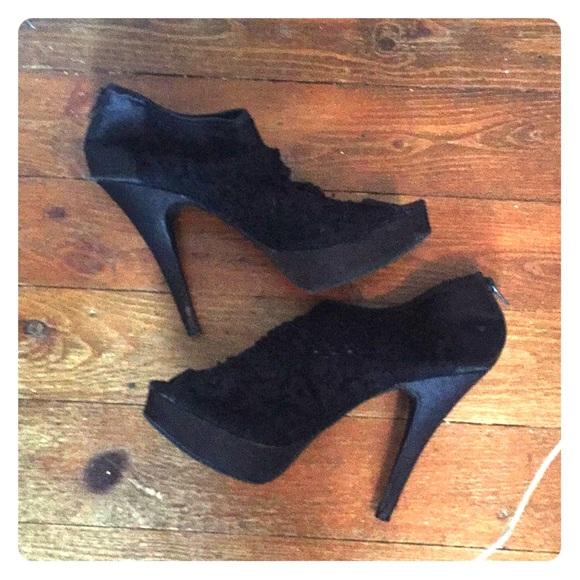 Black size 10 booties